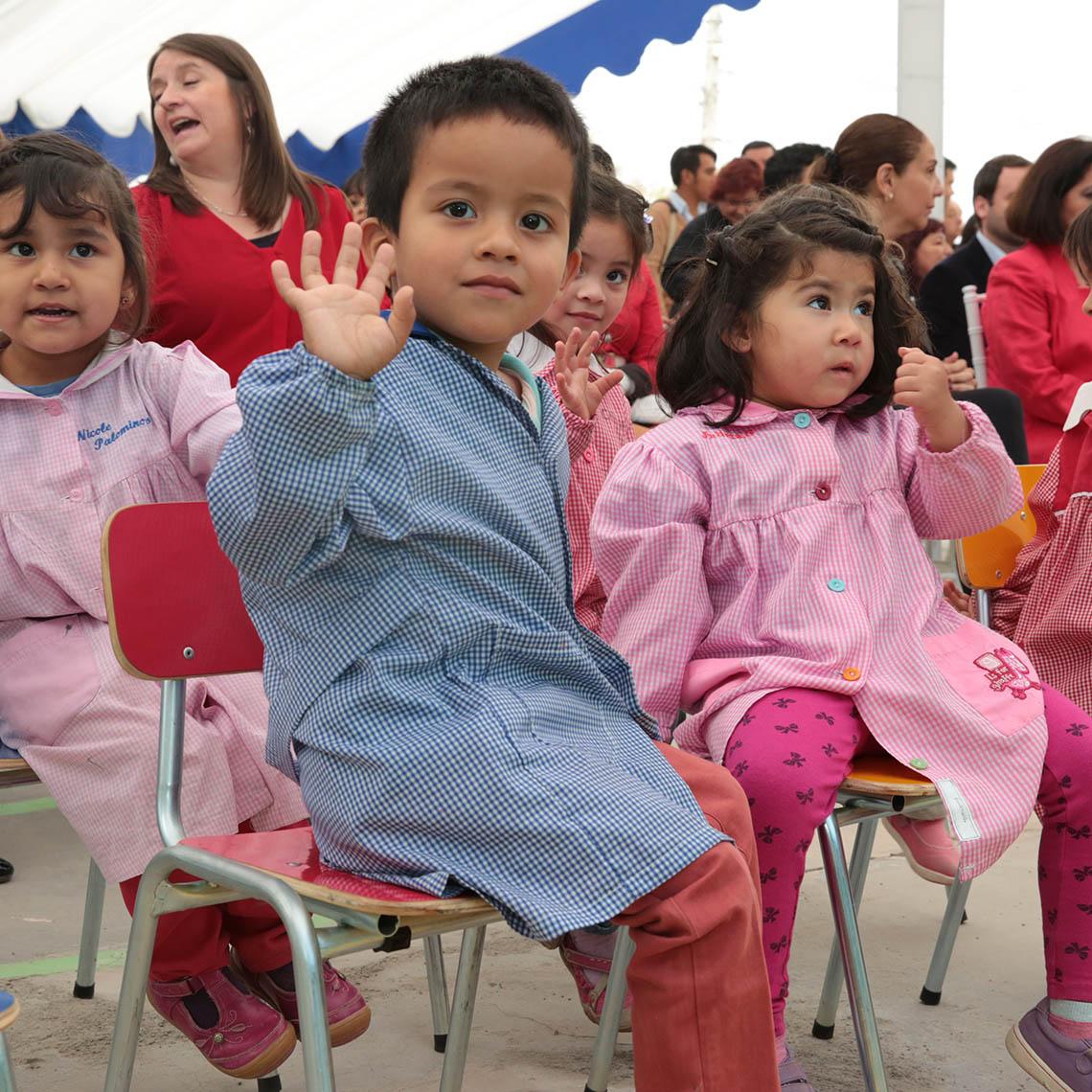 Niños en inauguración del jardín