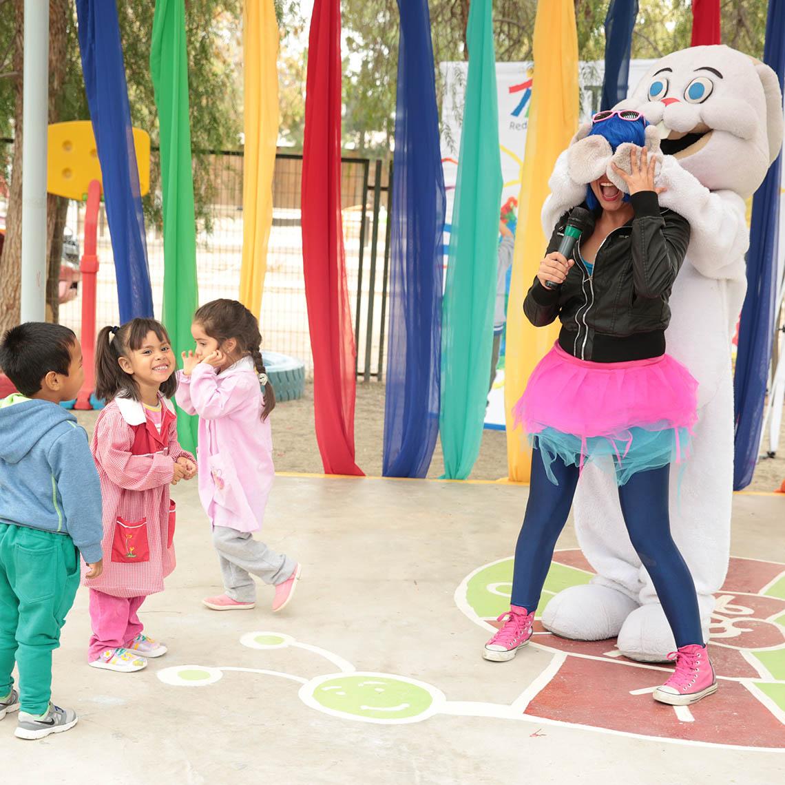 Niños y niñas participan en actividades de la inauguración de nueva infraestructura