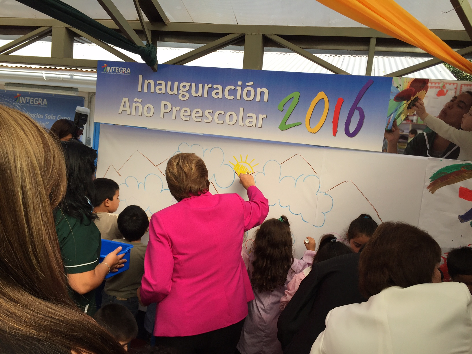 Presidenta inaugura jardin el refugio