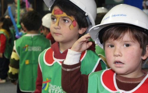 Niños del jardín infantil Los Lagunitos de Integra celebran mes del mar en el Puerto de Valparaíso