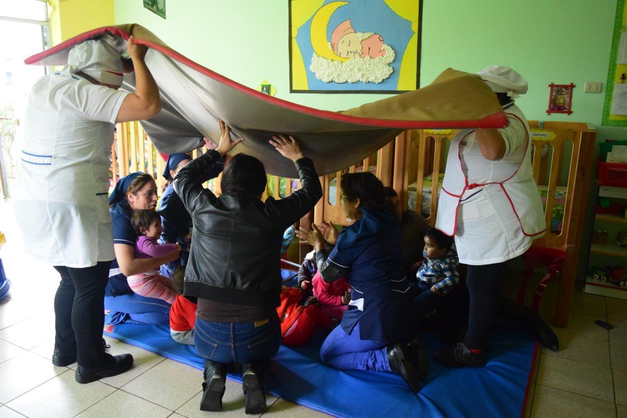 Niños de Jardines y Salas cuna Integra participan en acto de evacuación en zonas costeras.