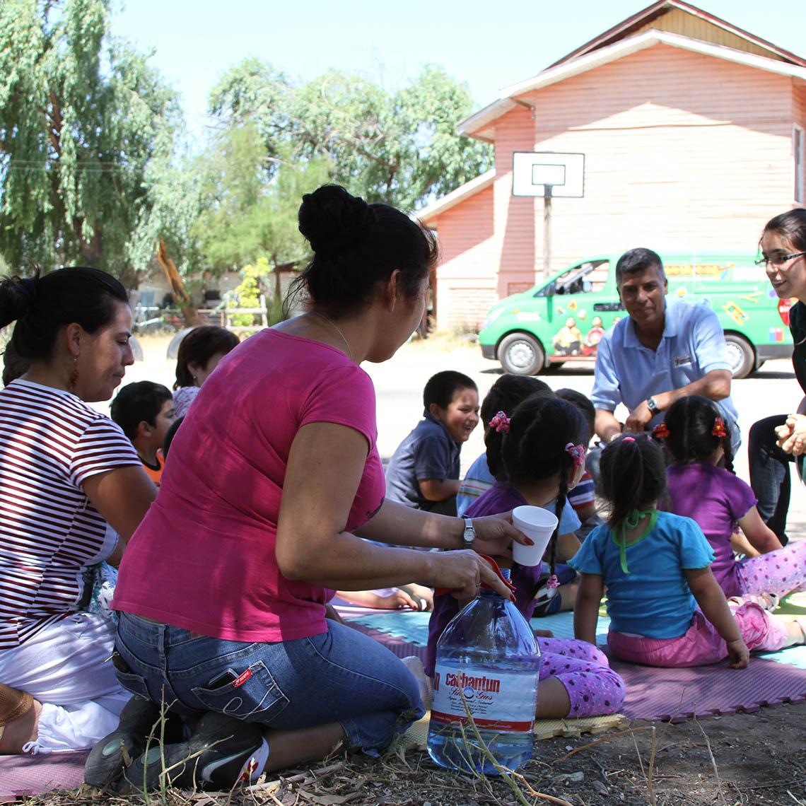 Niños y parvularias participan Jardín Infantil sobre ruedas - Modalidad no convencional