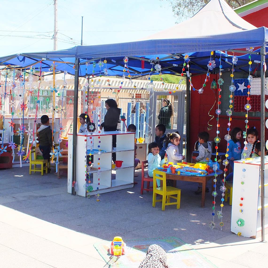 Actividad al aire libre de los niños y niñas del Jardín.