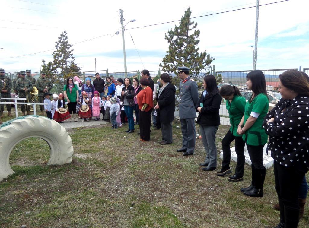 Parvularias junto a niñas, niños y apoderados participan en el reconocimiento del Jardín en la construcción de su Proyecto Educacional Institucional
