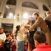 Alcaldesa de Santiago junto a los niños