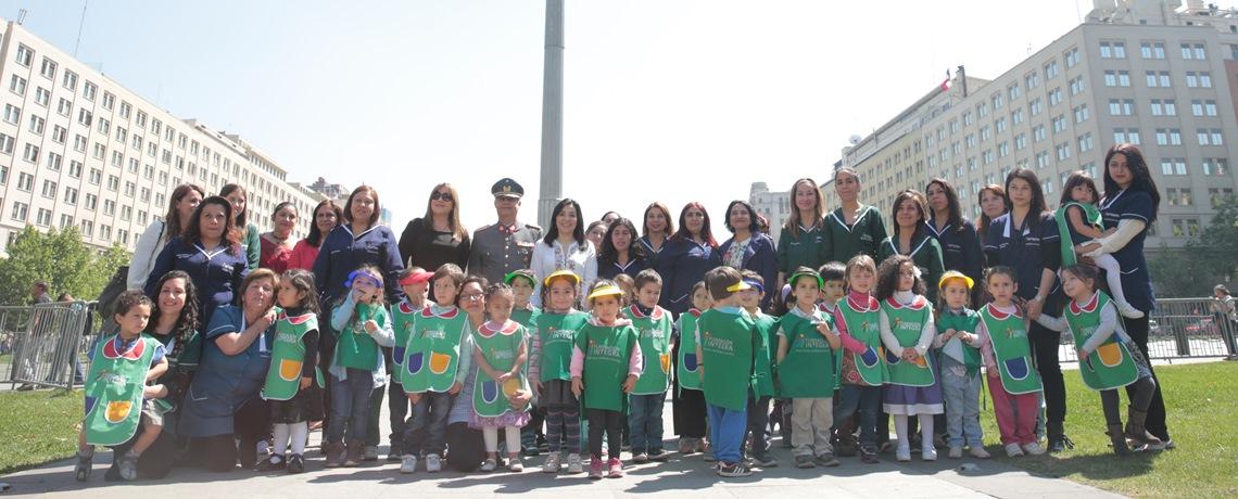 Niños y niñas de Integra izan la Bandera Bicentenario
