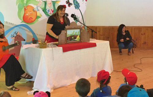 Teatro de papel enseña a los niños a respetar el medio ambiente
