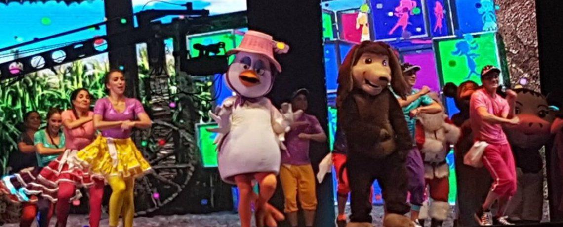 El Perro Chocolo hizo bailar a los niños del Maule en la Navidad de la Presidencia
