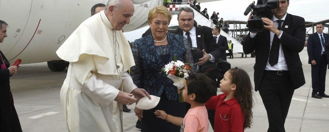 Niñas y niños de Integra recibieron al Papa en representación de la infancia de Chile