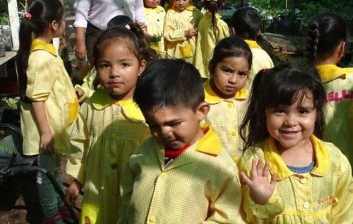 Párvulos aprenden a explorar recursos naturales de su pueblo