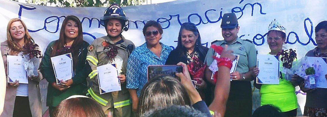 Comunidad de Nueva Aurora entrega reconocimiento a educadora de párvulos