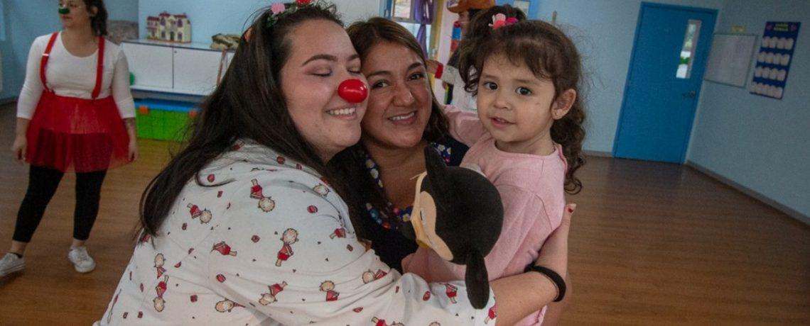 Fiesta de los abrazos para apoyar la adaptación de los niños