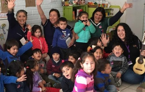 """""""La Maleta de Violeta"""" visitó jardín infantil de La Legua"""