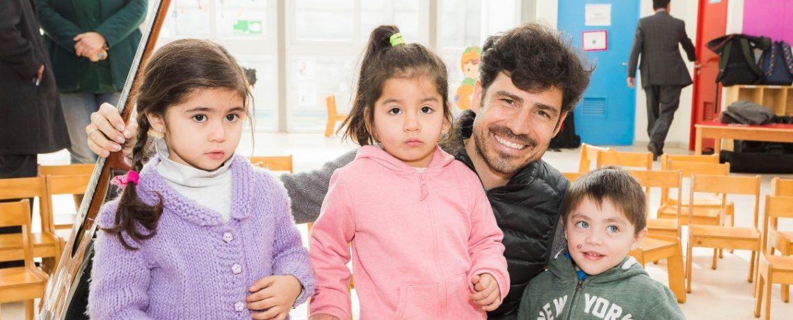 Destacado guitarrista español realiza concierto en jardín infantil