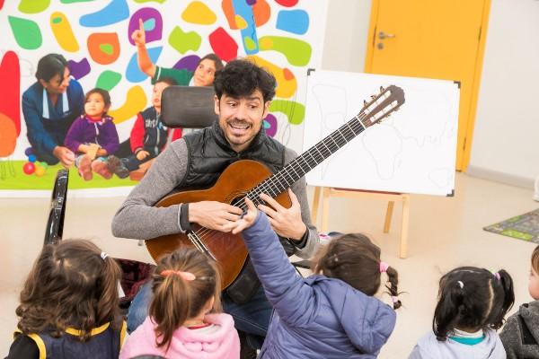 guitarrista_español_jardin_san_bernardo