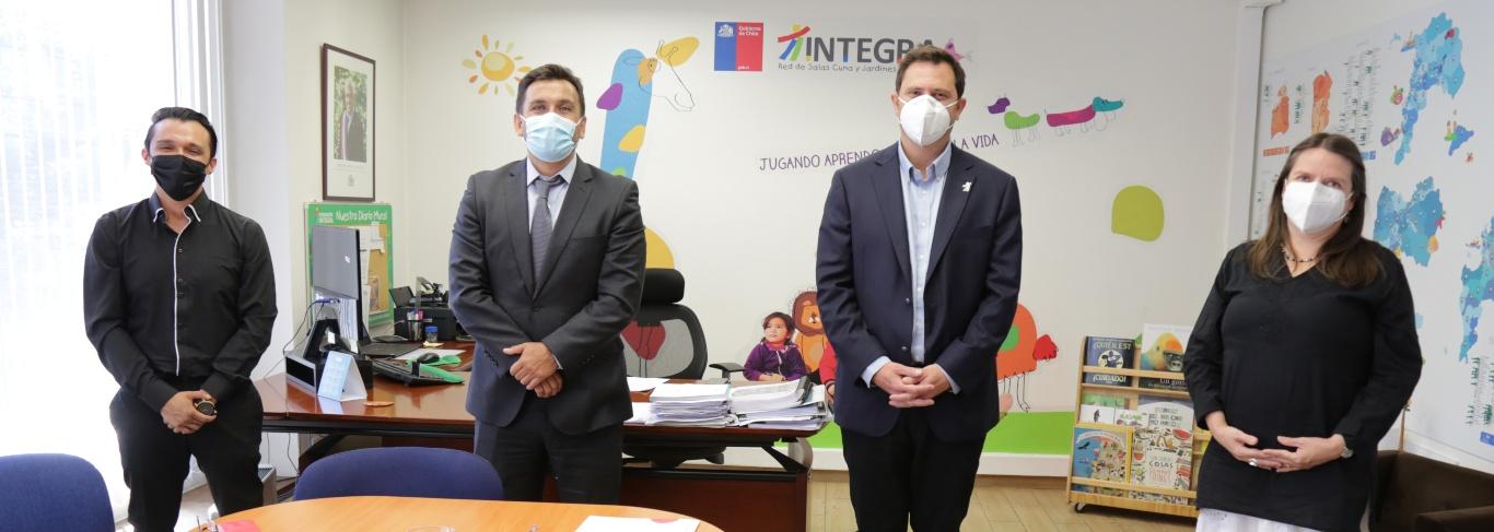 Fundación Integra y Fundación Liderazgo Chile firman convenio